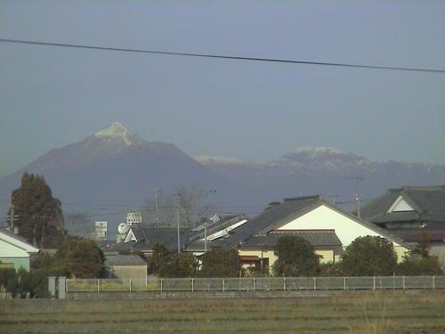 フモトから見た霧島山。